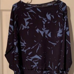 Ann Taylor size small navy/light blue blouse